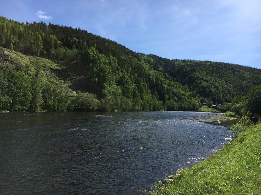"""Vy över Home Pool, även kallad """"Svenskeränna"""" sett nedifrån. Lodgen uppe till höger i bild"""
