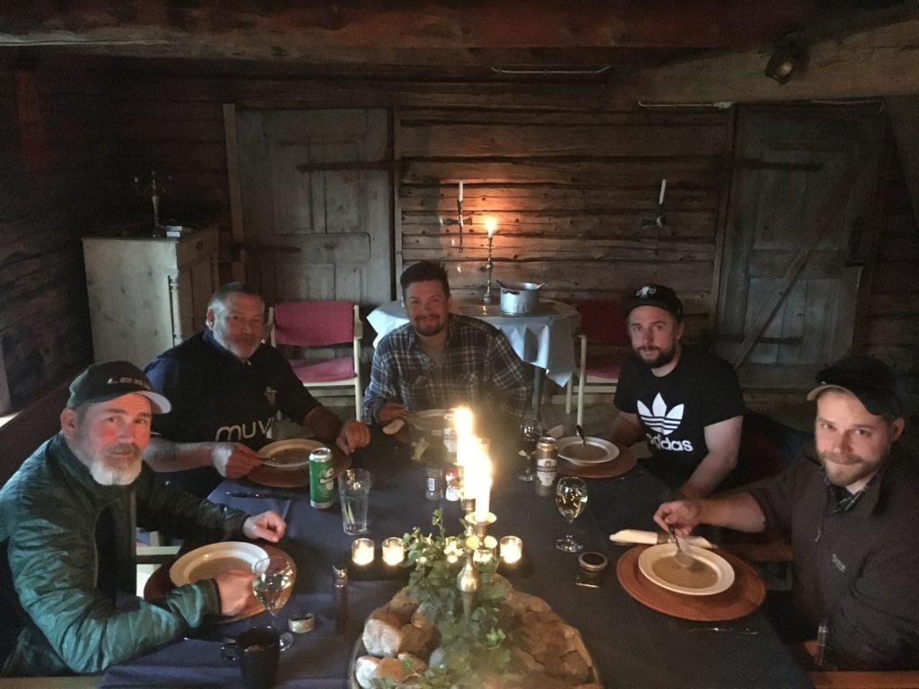 Danny, Paul, Patrik, Johan och Guy inför en trattkantarellsoppa