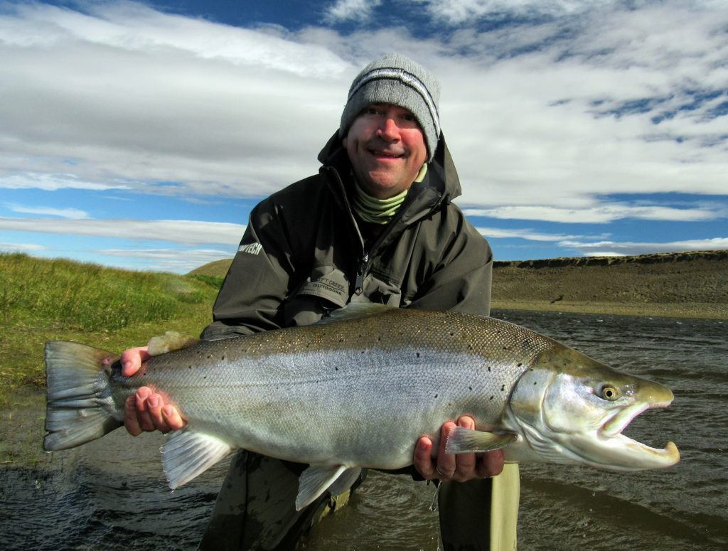 Nyblivna kompisen Kevin från Seattle med en cool hanfisk