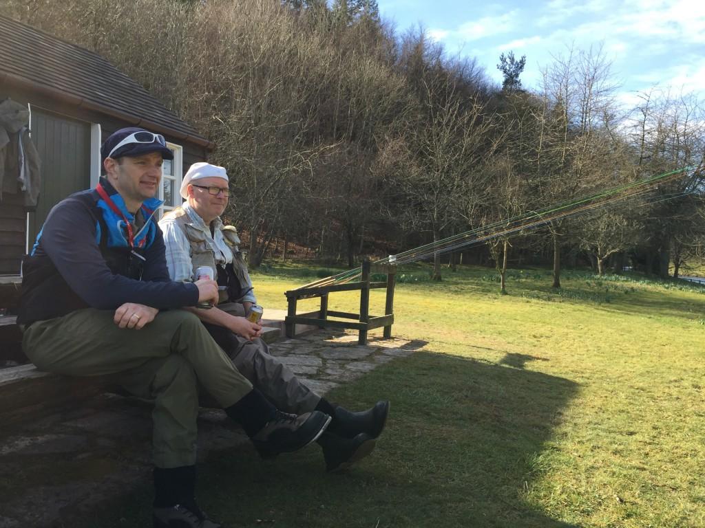 Mats och Frank spanar ut över Malt Steep och Rocks Head på Middle Blackhall