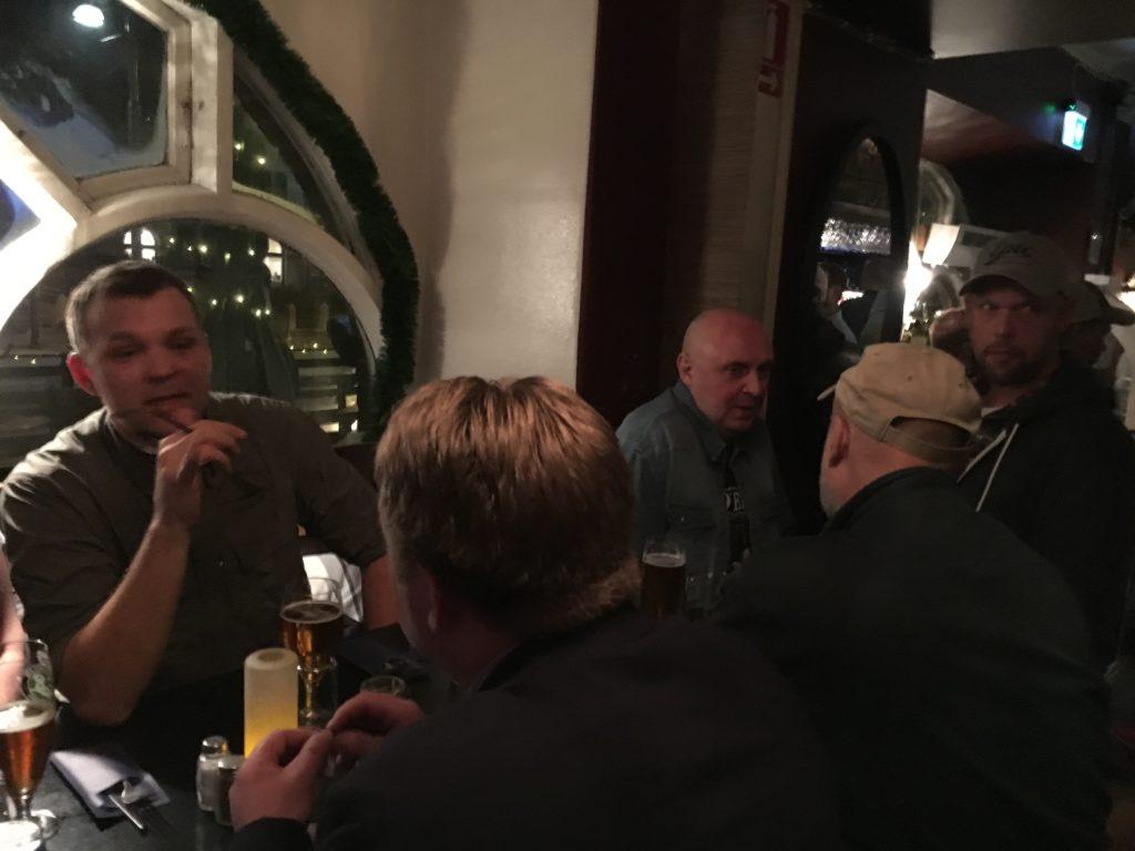 I ett annat hörn satt Klingberg, Silky Pete med flera och snackade öringfiske